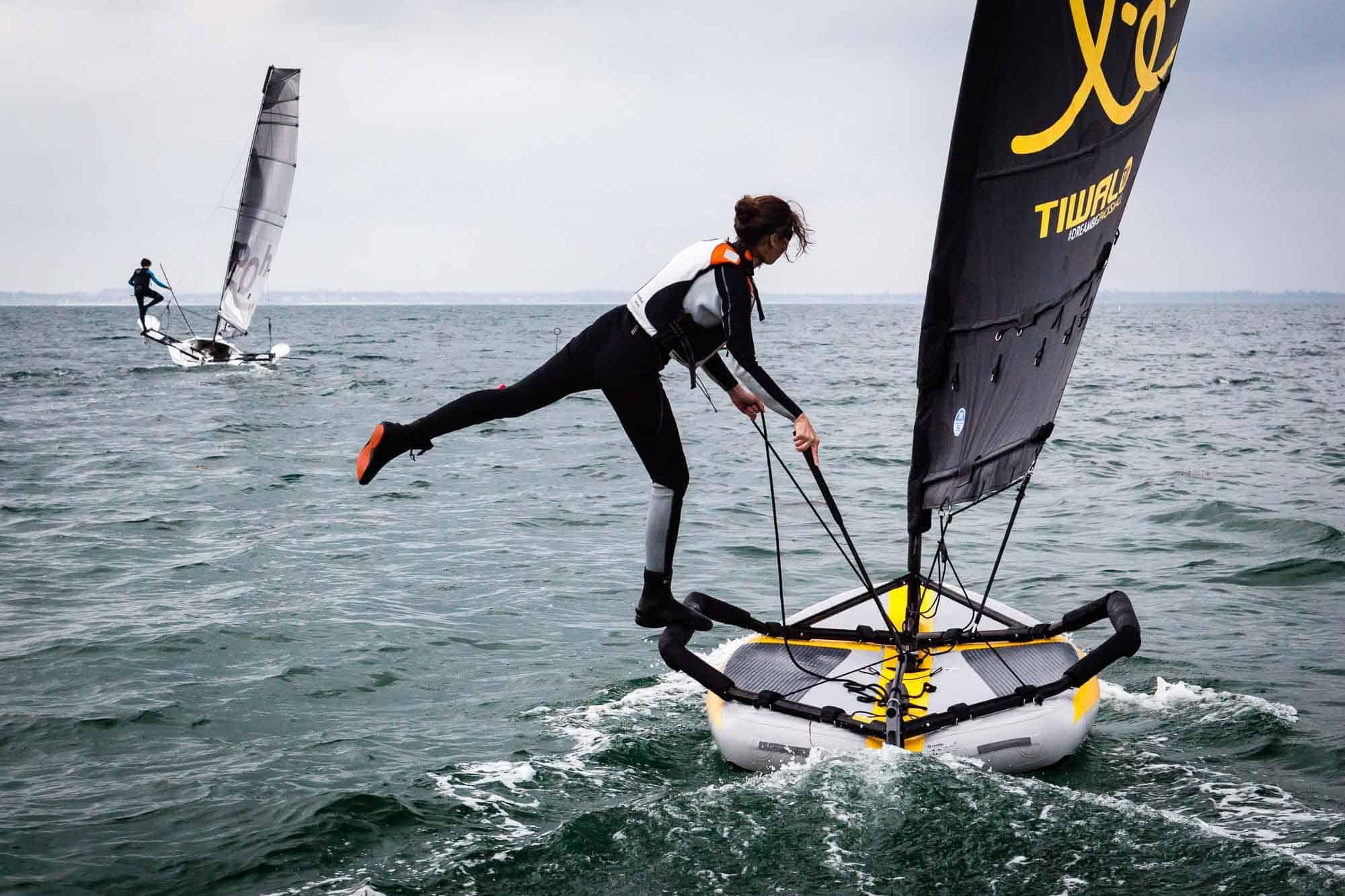 Marion segelt auf Tiwals Flügeln.