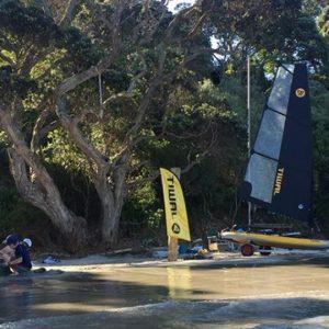 Voilier gonflable Tiwal 3 sur une plage en Nouvelle Zélande