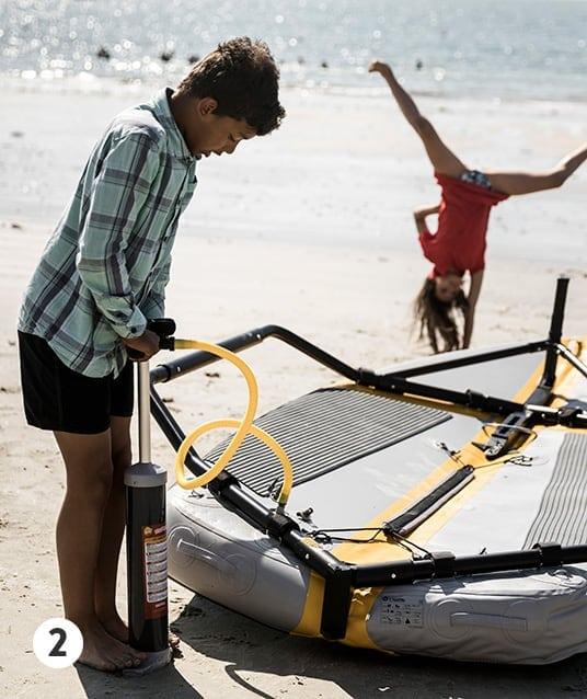 Schlauchboot mit der Hochdruckpumpe aufpumpen