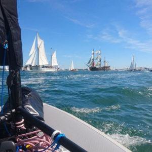 Taschensegelboot zwischen die Segelschiffe