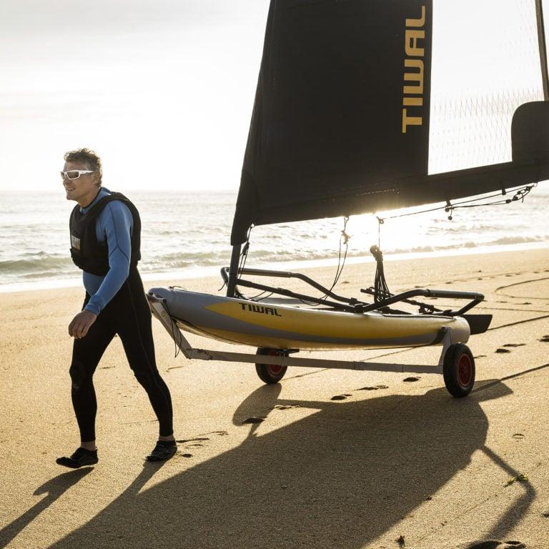 Chariot de plage démontable en action